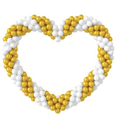 Витое бело-золотое сердце из воздушных шаров.