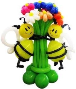 фигура из воздушных шаров «Пчелки с букетом цветов»